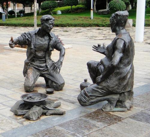 武汉雕塑公司介绍玻璃钢雕塑的材...
